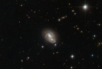 Что происходит, когда галактики подходят друг к другу слишком близко?