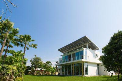 Дом на солнечных батареях хранит водород