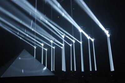 Фантастическое световое шоу в исполнении летающих роботов (видео)