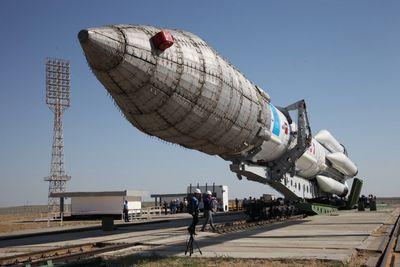 Госкомиссия займется расследованием причин падения ракеты протон