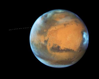 «Хаббл» сфотографировал фобос на марсианской орбите