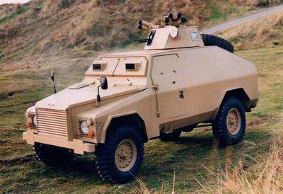 Ирландский lend rover в броневом костюме