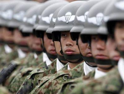 Японский премьер намерен изменить конституцию, чтобы легализовать силы самообороны - «военные действия»