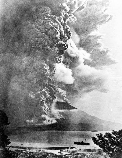Японский вулкан может скоро погубить целый город