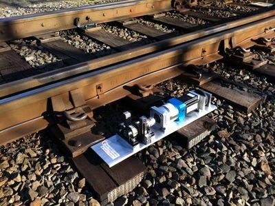 Энергетический сборщик преобразует в электричество колебания железнодорожных путей