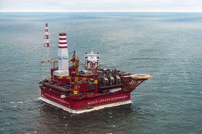 Как добывают нефть под водой?