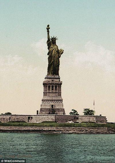 Как статуя свободы меняла цвет: видео