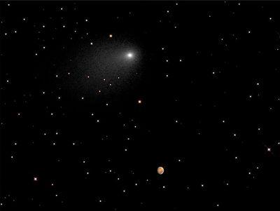 Комета сайдинг-спринг засыпала марс пылью
