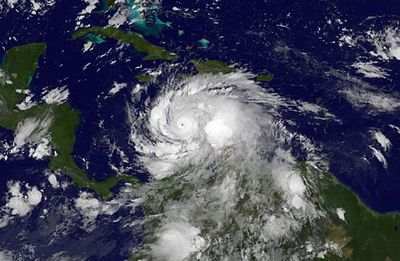 Крупнейший тропический циклон обрушился на вануату