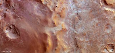 Марсианский кратер, запудренный углекислотным инеем: фото сорбиты