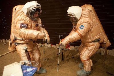 Микробы могут помешать путешествию людей на марс