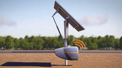 Мобильный робот qbotix корректирует положение солнечных панелей