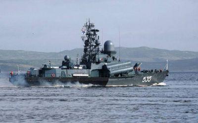 Мрк «айсберг» провел стрельбы из артиллерийских комплексов - «военные действия»