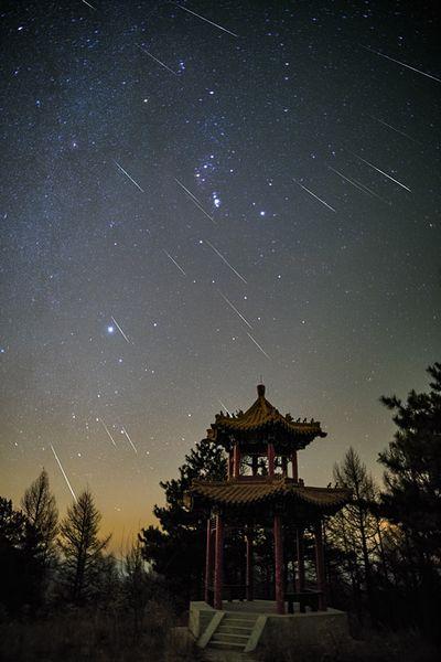Невероятный метеорный поток очаровал наблюдателей: фотообзор