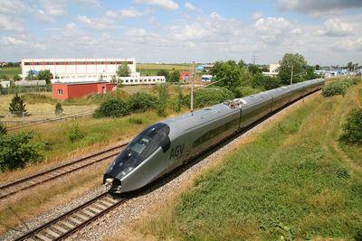 Обгоняя самолеты: самый быстрый колесно-рельсовый поезд вмире
