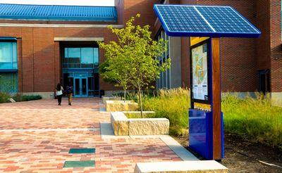 Общественные зарядные станции используют энергию шагов и солнца для зарядки ваших устройств