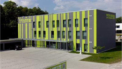 Первое пассивное здание, которое генерирует в пять раз больше энергии, чем использует