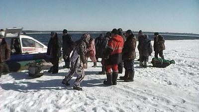 Под красноярском оторвалась льдина с рыбаками