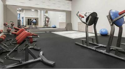 Посетители фитнес-клуба обеспечивают его энергией