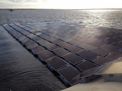 Строительство крупнейшей плавучей солнечной электростанции в европе