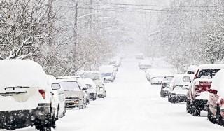 В приморье после снегопада разгребают четырехметровые сугробы