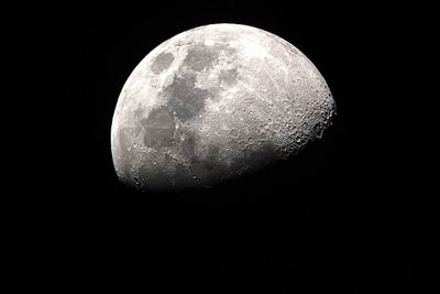 Вращается ли луна?