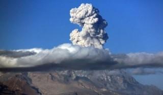 Вулканический пепел накрыл поселок на камчатке