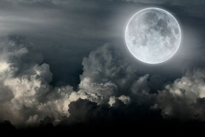 Выдвинута новая теория появления луны