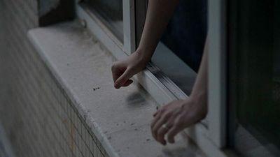 Жительница москвы выпрыгнула в окно вместе с 7-летней дочерью